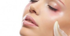 Applicare correttamente la crema sul viso, Avere una pelle perfetta, Avere una pelle sana e luminosa, Come applicare la crema sul viso, Consigli per la cura della pelle, Consigli trattamenti naturali pelle, Cura della pelle, Cure e rimedi naturali per la pelle, I segreti di una pelle sana, Pelle del viso perfetta, Pelle sana consigli, Pelle sana e bella, Pelle sana e luminosa, Pulizia del viso, Rimedi naturali pelle, Rimedi per la cura della pelle
