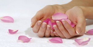 curare-le-mani-mani-belle-e-curate-rimedi-naturali-mani-come-curare-le-mani-300x154.jpg