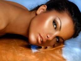 raggi solari,bellezza,news,notizie,abbronzatura,rughe,acido ialuronico,massaggio,mascara,trucco, borse,occhiaie
