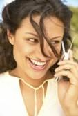 16045265-donna-parlare-su-un-telefono-cellulare
