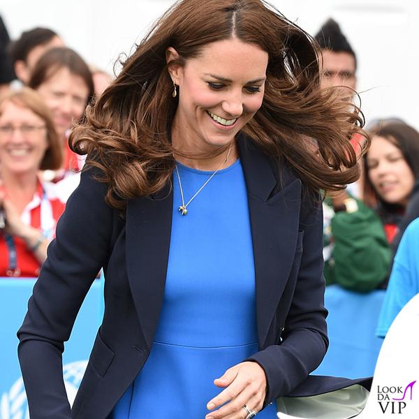 Kate-Middleton-abito-Stella-McCartney-giacca-Smythe-zeppe-Stuart-Weitzman-gioielli-Cartier-Asprey-Kiki-McDonough-8