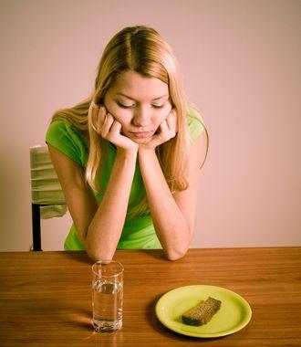 anoressia-bulimia-disturbi-alimentari-dieta-ragazza_v_dmar