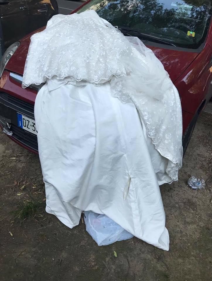 Abito nuziale abbandonato, il consiglio di Selvaggia alla sposa
