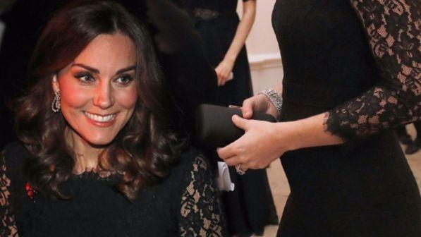Kate Middleton al gala, ora la pancia si vede