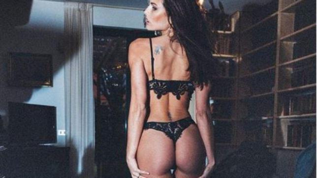 Dayane Mello in lingerie mostra il suo lato... casalingo